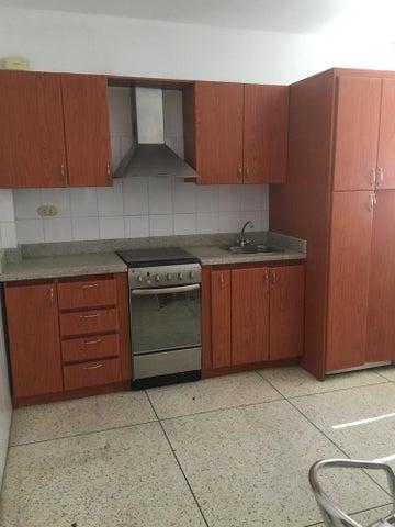 Apartamento Distrito Metropolitano>Caracas>Los Palos Grandes - Alquiler:500 Precio Referencial - codigo: 20-23705