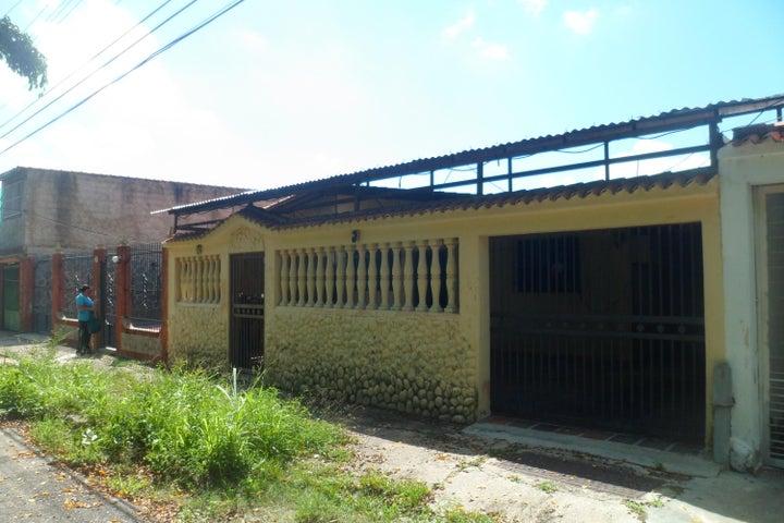 Casa Carabobo>Municipio Los Guayos>Araguaney - Venta:11.000 Precio Referencial - codigo: 20-23835