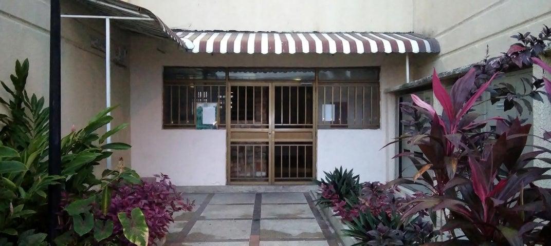 Apartamento Aragua>Maracay>Base Aragua - Venta:22.000 Precio Referencial - codigo: 20-23837