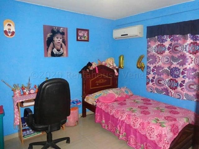 Casa Miranda>Guatire>San Francisco - Venta:33.000 Precio Referencial - codigo: 20-23958