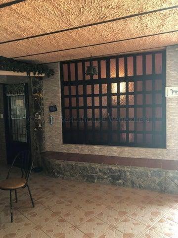 Casa Miranda>Carrizal>Colinas de Carrizal - Venta:160.000 Precio Referencial - codigo: 20-24053