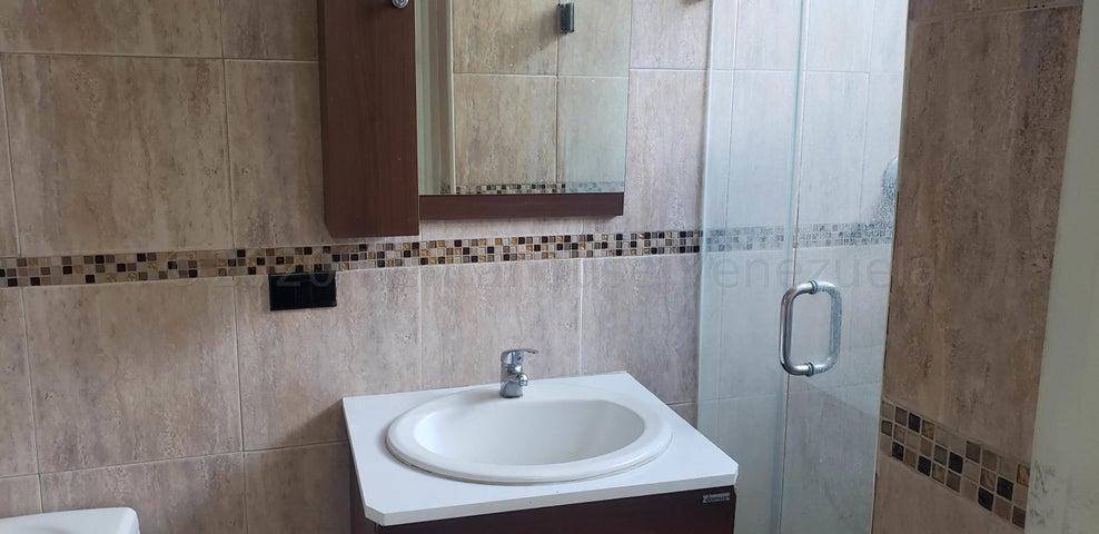 Apartamento Distrito Metropolitano>Caracas>Colinas de Bello Monte - Alquiler:350 Precio Referencial - codigo: 20-24040