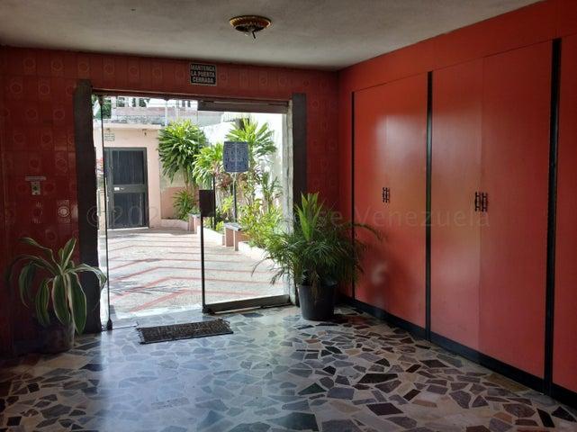 Apartamento Aragua>Maracay>La Maracaya - Venta:23.000 Precio Referencial - codigo: 20-24078