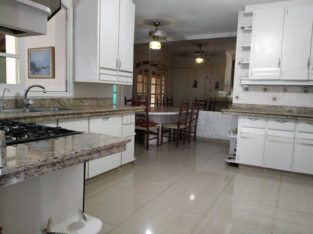 Casa Carabobo>Valencia>La Viña - Venta:300.000 Precio Referencial - codigo: 20-24093