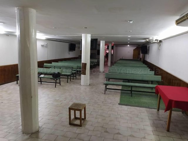 Galpon - Deposito Distrito Metropolitano>Caracas>Parroquia La Candelaria - Venta:160.000 Precio Referencial - codigo: 20-24202