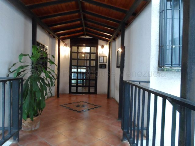 Apartamento Miranda>Los Teques>La Quinta - Venta:29.000 Precio Referencial - codigo: 20-24548
