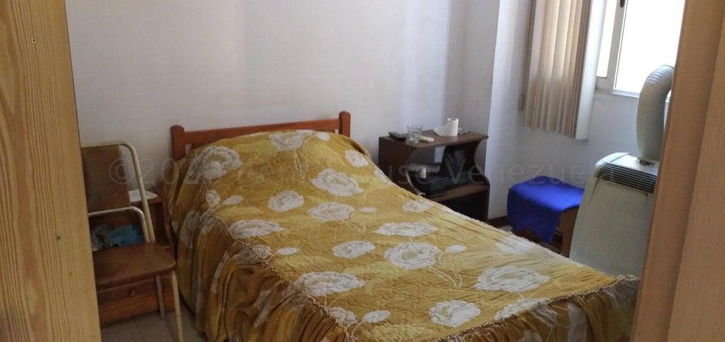 Apartamento Distrito Metropolitano>Caracas>La Urbina - Venta:38.000 Precio Referencial - codigo: 20-24261