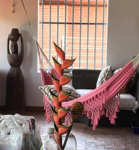 Casa Distrito Metropolitano>Caracas>San Roman - Venta:400.000 Precio Referencial - codigo: 20-24299
