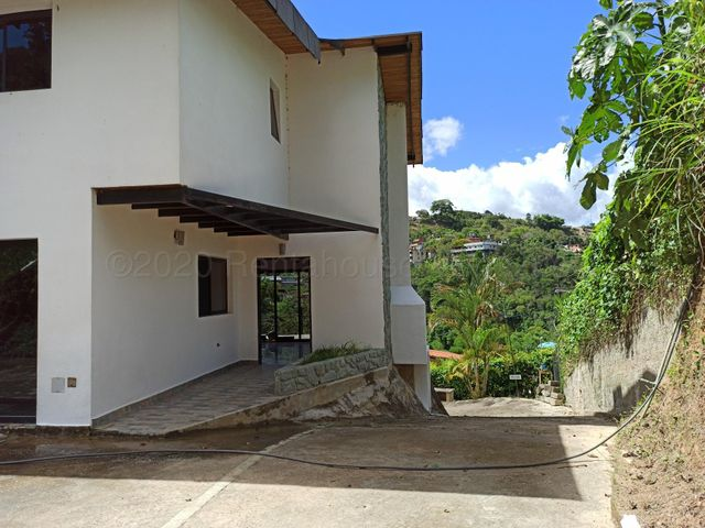 Casa Miranda>San Antonio de los Altos>El Amarillo - Venta:65.000 Precio Referencial - codigo: 20-24355