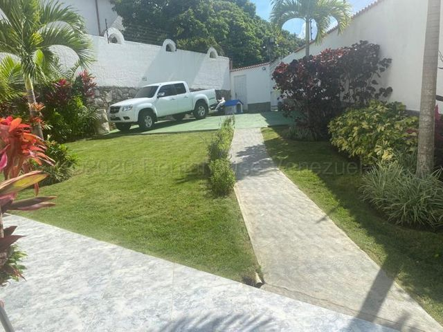 Casa Distrito Metropolitano>Caracas>Macaracuay - Venta:250.000 Precio Referencial - codigo: 20-24456