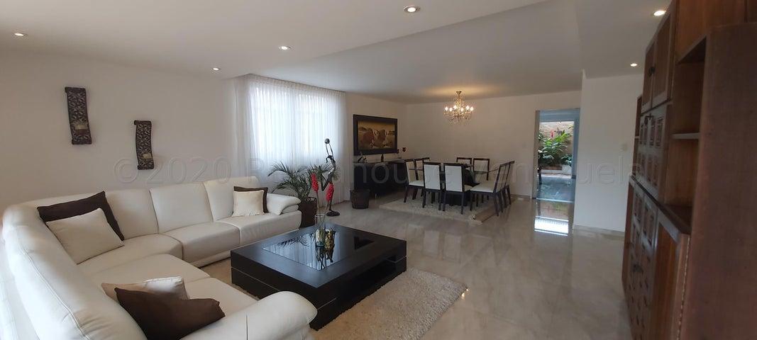Casa Distrito Metropolitano>Caracas>Los Naranjos del Cafetal - Venta:420.000 Precio Referencial - codigo: 20-24509
