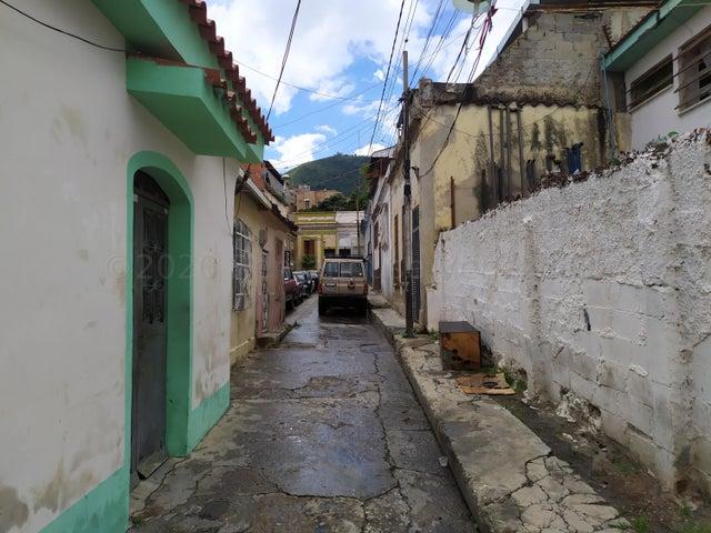 Casa Distrito Metropolitano>Caracas>La Pastora - Venta:30.000 Precio Referencial - codigo: 20-24528