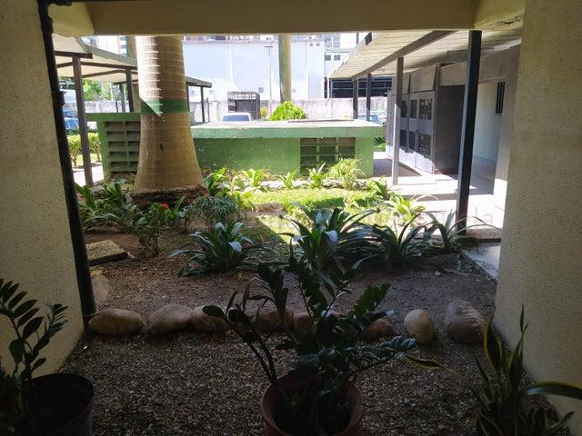 Apartamento Lara>Barquisimeto>Zona Este - Venta:30.000 Precio Referencial - codigo: 20-24510