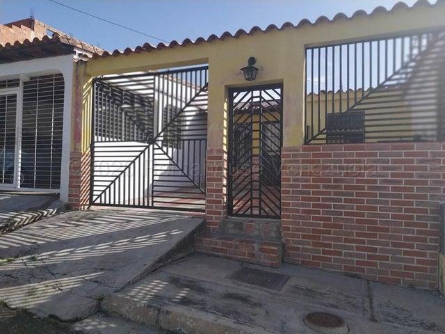 Casa Carabobo>Municipio San Diego>La Esmeralda - Venta:23.000 Precio Referencial - codigo: 20-24541