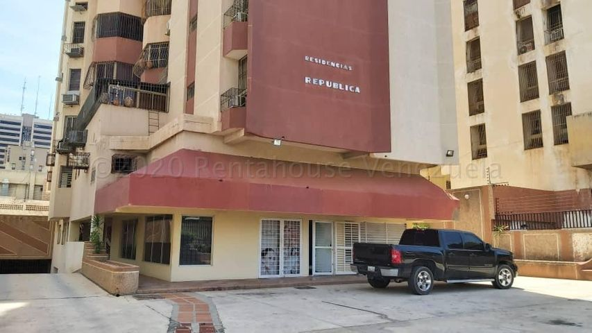 Local Comercial Zulia>Maracaibo>Plaza Republica - Alquiler:190 Precio Referencial - codigo: 20-24547