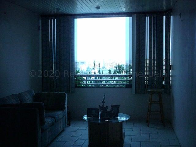Apartamento Vargas>Parroquia Caraballeda>Caribe - Venta:27.500 Precio Referencial - codigo: 20-24564