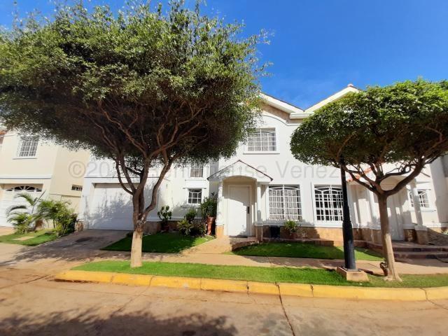 Townhouse Zulia>Maracaibo>Lago Mar Beach - Alquiler:400 Precio Referencial - codigo: 20-24566