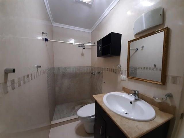 Townhouse Zulia>Maracaibo>Avenida Milagro Norte - Alquiler:450 Precio Referencial - codigo: 20-24569