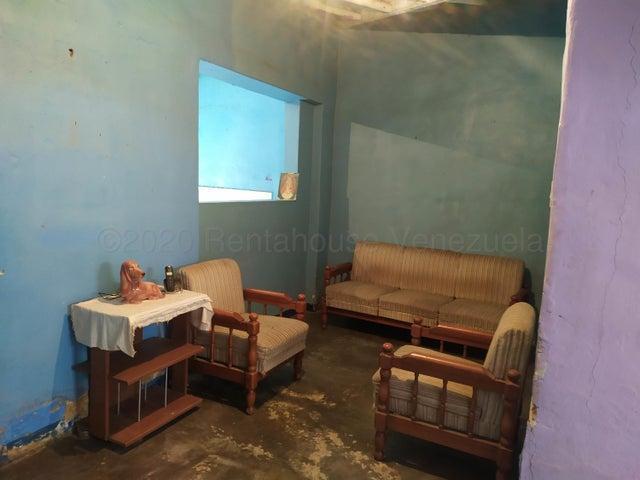Casa Carabobo>Valencia>Los Taladros - Venta:8.000 Precio Referencial - codigo: 20-24596
