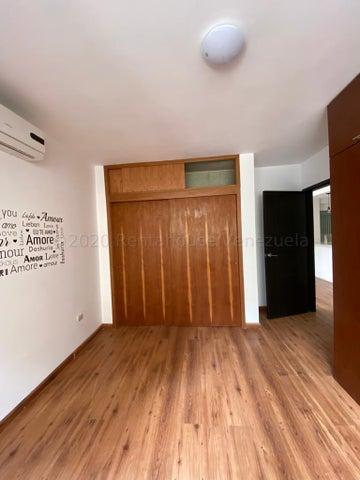 Apartamento Distrito Metropolitano>Caracas>Los Palos Grandes - Alquiler:650 Precio Referencial - codigo: 20-24752