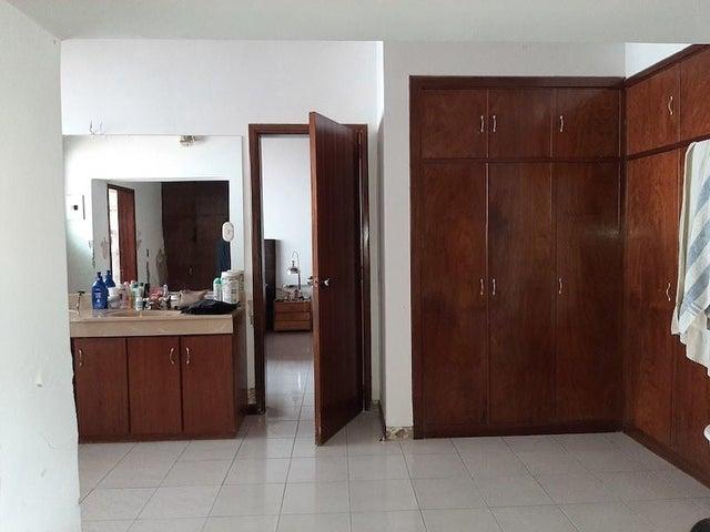 Casa Distrito Metropolitano>Caracas>Colinas de Los Ruices - Venta:250.000 Precio Referencial - codigo: 21-2633
