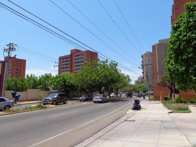 Apartamento Zulia>Maracaibo>El Milagro - Venta:17.000 Precio Referencial - codigo: 21-174