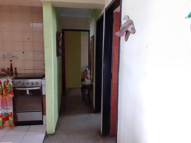 Apartamento Carabobo>Valencia>La Isabelica - Venta:8.500 Precio Referencial - codigo: 21-143