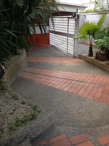 Casa Distrito Metropolitano>Caracas>Colinas de Bello Monte - Venta:170.000 Precio Referencial - codigo: 21-152