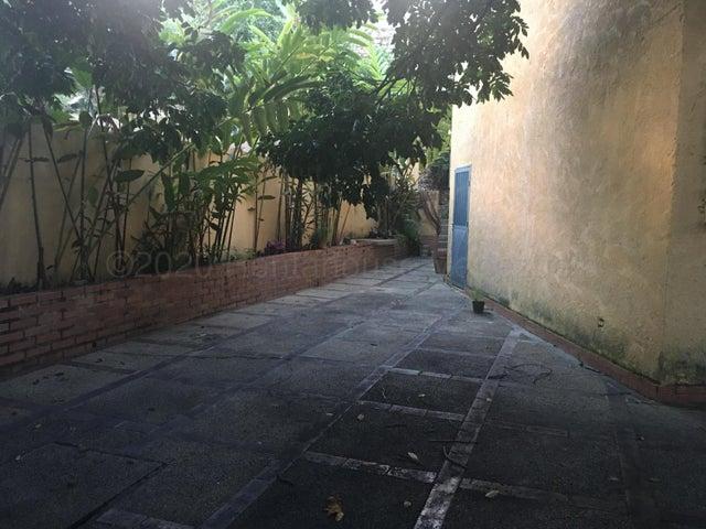 Casa Distrito Metropolitano>Caracas>Prados del Este - Venta:210.000 Precio Referencial - codigo: 21-262