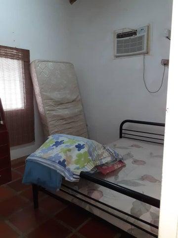 Casa Miranda>Higuerote>Higuerote - Venta:22.000 Precio Referencial - codigo: 21-351
