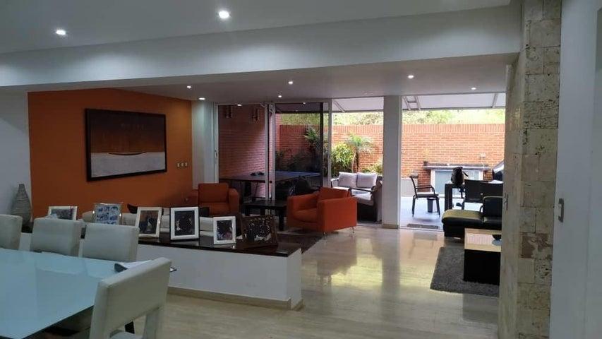Apartamento Distrito Metropolitano>Caracas>Solar del Hatillo - Venta:320.000 Precio Referencial - codigo: 21-456