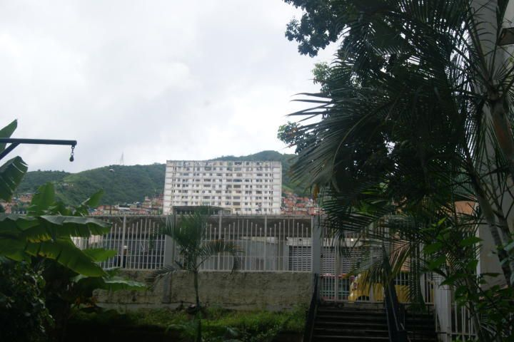 Apartamento Distrito Metropolitano>Caracas>El Valle - Venta:17.000 Precio Referencial - codigo: 21-523