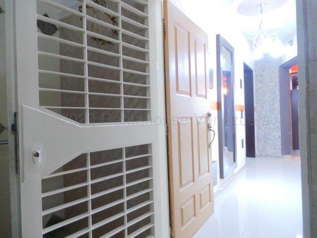 Apartamento Aragua>Cagua>Centro - Venta:22.000 Precio Referencial - codigo: 21-699