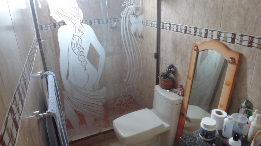 Casa Miranda>Higuerote>Ciudad Balneario Higuerote - Venta:243.000 Precio Referencial - codigo: 21-739