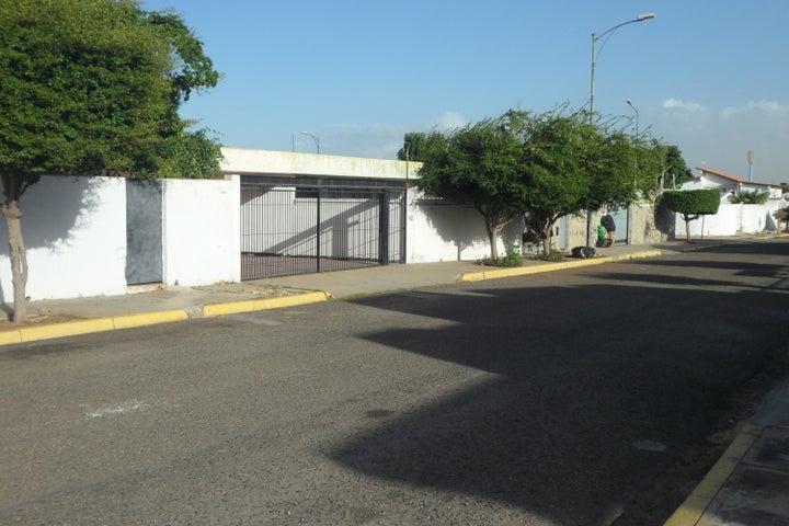 Casa Zulia>Maracaibo>Los Olivos - Venta:35.000 Precio Referencial - codigo: 21-953