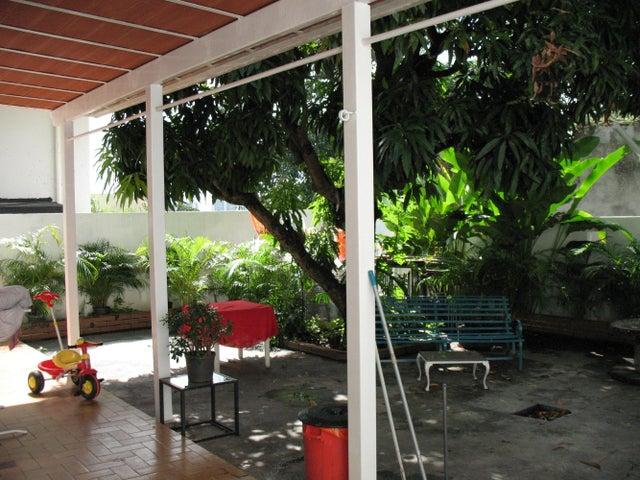 Casa Distrito Metropolitano>Caracas>Los Palos Grandes - Alquiler:7.500 Precio Referencial - codigo: 21-1020