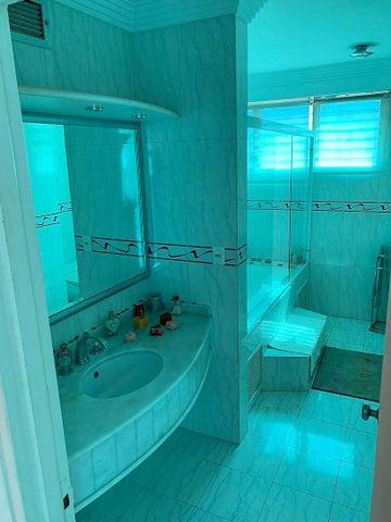 Apartamento Vargas>Parroquia Caraballeda>Caribe - Venta:38.000 Precio Referencial - codigo: 21-1299