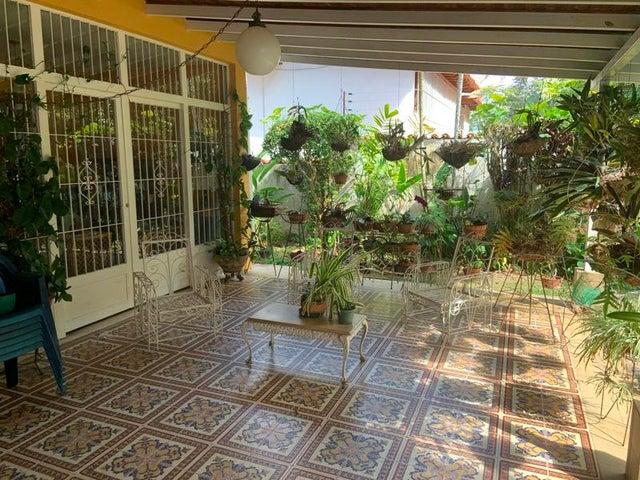 Casa Distrito Metropolitano>Caracas>Santa Paula - Venta:450.000 Precio Referencial - codigo: 21-1311