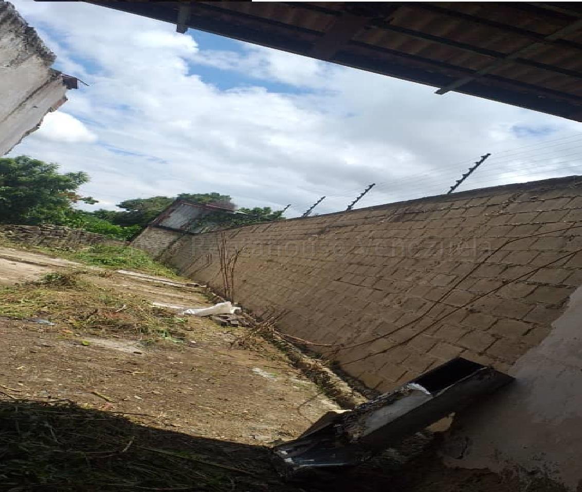 Terreno Carabobo>Guacara>Centro - Venta:40.000 Precio Referencial - codigo: 21-1368