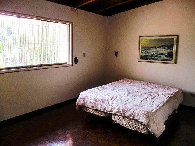 Casa Distrito Metropolitano>Caracas>Lomas de La Lagunita - Venta:390.000 Precio Referencial - codigo: 21-1536