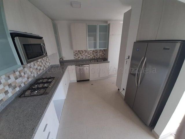 Apartamento Distrito Metropolitano>Caracas>Los Palos Grandes - Venta:120.000 Precio Referencial - codigo: 21-3061