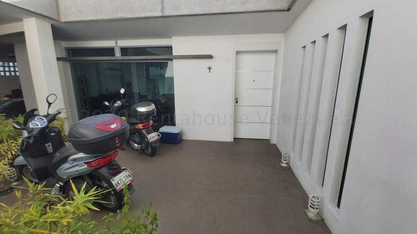 Casa Distrito Metropolitano>Caracas>Altamira - Alquiler:7.000 Precio Referencial - codigo: 21-1658