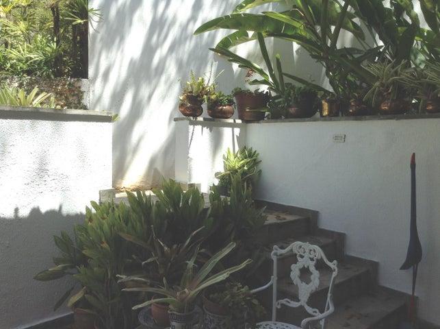 Casa Distrito Metropolitano>Caracas>La Florida - Venta:190.000 Precio Referencial - codigo: 21-1709