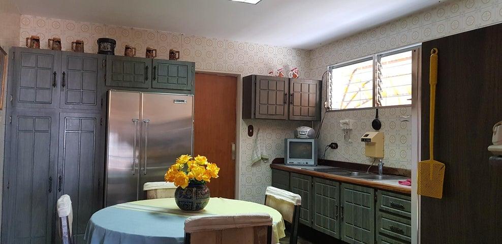 Casa Distrito Metropolitano>Caracas>Colinas de Santa Monica - Venta:200.000 Precio Referencial - codigo: 21-1733