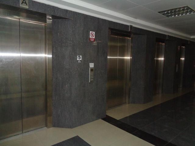 Oficina Lara>Barquisimeto>Zona Este - Venta:54.000 Precio Referencial - codigo: 21-1948
