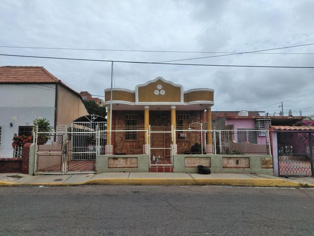 Casa Zulia>Maracaibo>Belloso - Venta:22.000 Precio Referencial - codigo: 21-2061