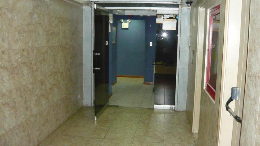 Oficina Distrito Metropolitano>Caracas>Los Dos Caminos - Alquiler:550 Precio Referencial - codigo: 21-2075