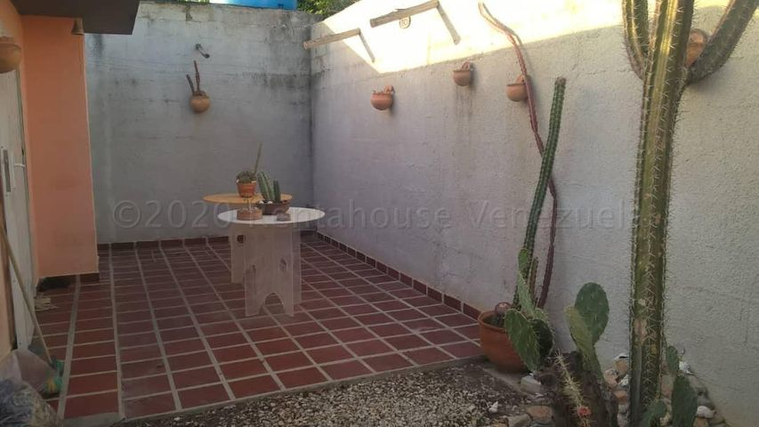 Casa Sucre>Cumana>Nueva Cumana - Venta:20.000 Precio Referencial - codigo: 21-4034