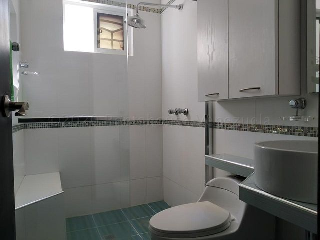 Townhouse Zulia>Maracaibo>Lago Mar Beach - Venta:65.000 Precio Referencial - codigo: 21-2457