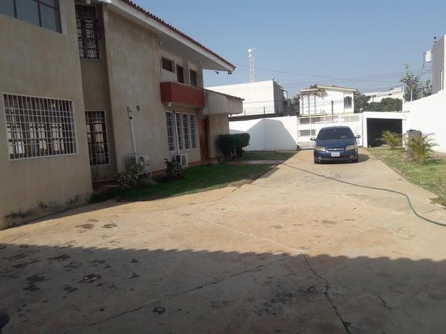 Casa Zulia>Municipio San Francisco>La Coromoto - Alquiler:1.000 Precio Referencial - codigo: 21-2275